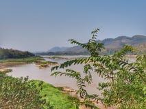 Mekong River sikt på den lokala restaurangen, Luangprabang, Laos Arkivbild