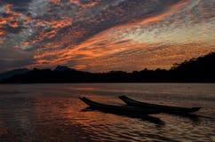 Mekong River solnedgång på Luang Prabang Arkivbilder