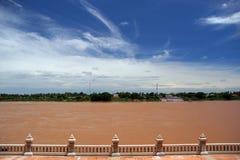 Mekong rivier - grens tussen Thailand en Laos (van Thailand aan Laos wordt voorgesteld dat) stock fotografie