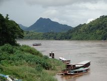 Mekong rivier in Luang Prabang, Laos stock foto's