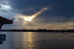 Mekong Rivier/zonsondergang/avond/het ontspannen/hemel royalty-vrije stock afbeeldingen