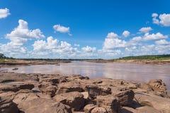Μεγάλη κατάπληξη φαραγγιών του βράχου Mekong στον ποταμό, θόριο Ubonratchathani Στοκ Φωτογραφίες