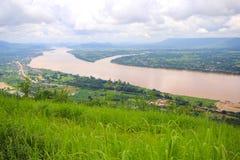 Mekong van de landschapsmening Rivier in Wat Pha Tak Suea in Nongkhai, Thailand royalty-vrije stock fotografie