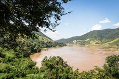 Mekonget River som delar Thailand och Laos Fotografering för Bildbyråer