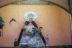 MEKSYK, WRZESIEŃ - 20: Rzeźba i ołtarz Święta śmierć przy lokalnym rynkiem fotografia stock