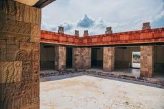 MEKSYK, WRZESIEŃ - 21: Szczegół pilar z antycznymi aztek dekoracjami wśrodku pałac Zdjęcie Stock