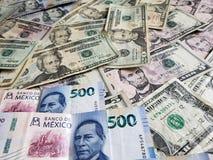 Meksykańscy banknoty i Amerykańscy dolary rachunków zdjęcia royalty free