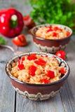 Meksykańscy ryż z pieprzu, cebuli i cynaderki fasolą, Obraz Royalty Free