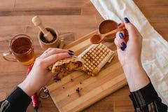 Meksykański burrito z kurczakiem, pieprzem i fasolami, Odgórny widok fotografia stock