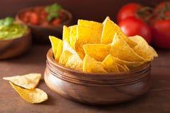 Meksykański guacamole i salsa zamaczamy, nachos tortilla układy scaleni zdjęcie royalty free