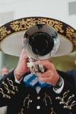 Meksykański muzyk z jego trąbką w przedpolu, mariachis obrazy stock