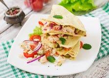 Meksykański Quesadilla opakunek z kurczakiem, obraz stock