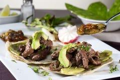 Meksykański taco towarzyszący avocado zdjęcia royalty free