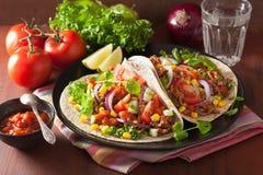 Meksykański tacos z wołowina salsa cebuli pomidorową kukurudzą Obrazy Royalty Free
