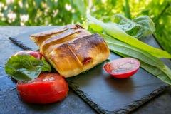 Meksykański tortilla z kurczakiem, pieprzem i pomidorami, Selekcyjna ostrość Zakończenie obrazy stock