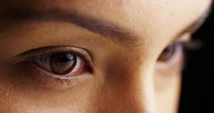Meksykańskiej kobiety markotni oczy zdjęcie stock