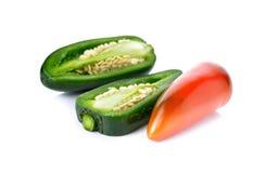 Meksykańscy chili pieprze lub Jalapenos Chili pieprze na bielu Obraz Stock