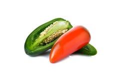 Meksykańscy chili pieprze lub Jalapenos Chili pieprze na bielu Obrazy Stock