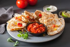 Meksykański quesadilla z kurczaka pomidorowym kukurydzanym serem Fotografia Royalty Free