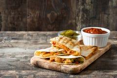 Meksykański quesadilla z kurczakiem, serem i pieprzami, Fotografia Royalty Free