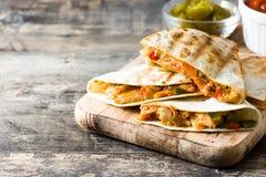 Meksykański quesadilla z kurczakiem, serem i pieprzami, Obraz Stock
