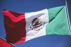 Meksykańskiej flaga patriotyczny symbol; Bandery De México simbolo Patrio De Esta nacià ³ n Fotografia Stock