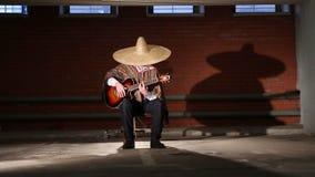 Meksykanin bawić się gitara całkowitego plan zbiory