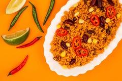 Meksykanin Stylowy Korzenny Rice Z cynaderki fasolami i Czerwonymi Chillies obraz stock