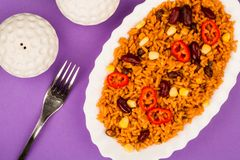Meksykanin Stylowy Korzenny Rice Z cynaderki fasolami i Czerwonymi Chillies zdjęcia royalty free