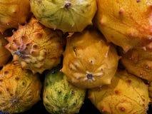 Melão de Kewano empilhado acima no mercado Foto de Stock