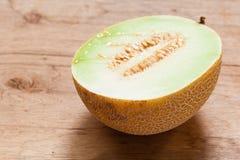Melão do close up com sementes imagens de stock royalty free