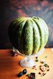 Melão verde maduro bonito em uma luz do dia fotos de stock