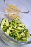 Melón amargo cortado en cuadritos y patata cortada en cuadritos en tazones de fuente Fotografía de archivo