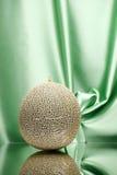 Melón del cantalupo en verde Imagen de archivo libre de regalías