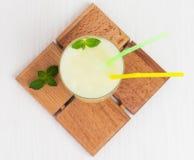Melón delicioso del smoothie del cóctel con la menta Imagenes de archivo