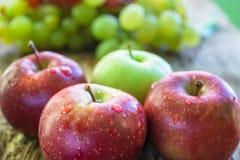 Mela ed uva di frutti Fotografie Stock Libere da Diritti