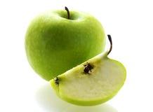 Mela matura fresca verde con una fetta Immagini Stock Libere da Diritti
