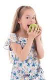 Mela mordace della bella bambina isolata su bianco Fotografia Stock