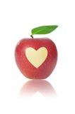 Mela rossa con cuore Fotografie Stock