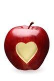 Mela rossa con cuore immagine stock