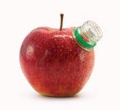 Mela rossa con il collo della bottiglia immagini stock libere da diritti