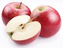 Mela rossa e una metà della mela. Fotografie Stock Libere da Diritti