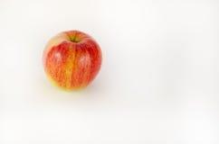 Mela rossa su priorità bassa bianca Immagine Stock Libera da Diritti