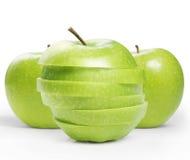 Mela verde affettata isolata Fotografia Stock