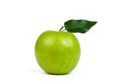 Mela verde con il foglio Immagini Stock