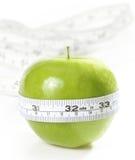 Mela verde con la misura Fotografie Stock Libere da Diritti