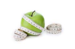 Mela verde con nastro adesivo di misurazione Immagini Stock