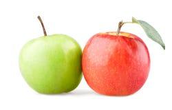 Mela verde e rossa con il foglio Fotografia Stock