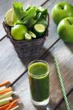 Mela verde, spinaci, limone, succo del sedano Fotografie Stock Libere da Diritti