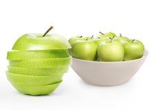 Mela verde su priorità bassa bianca Immagine Stock